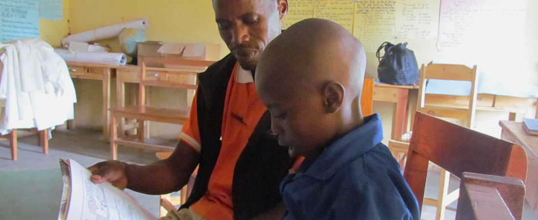 Reading together in a Rwandan classroom